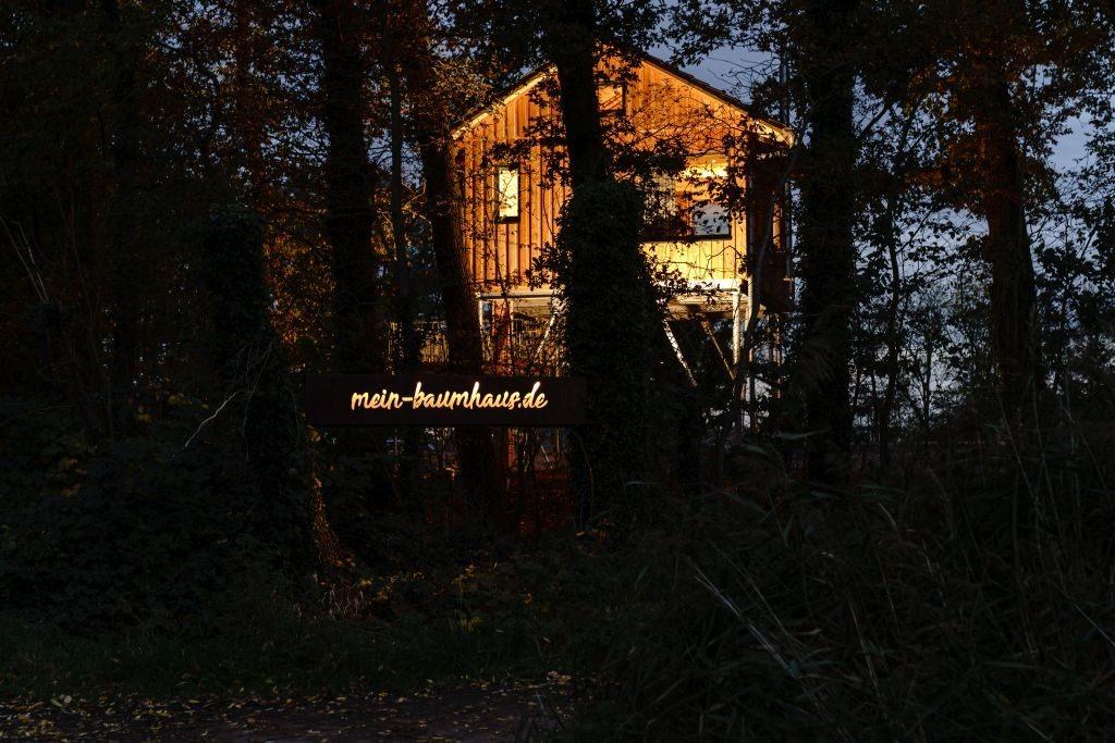 Baumhaus mieten in der Außenansicht
