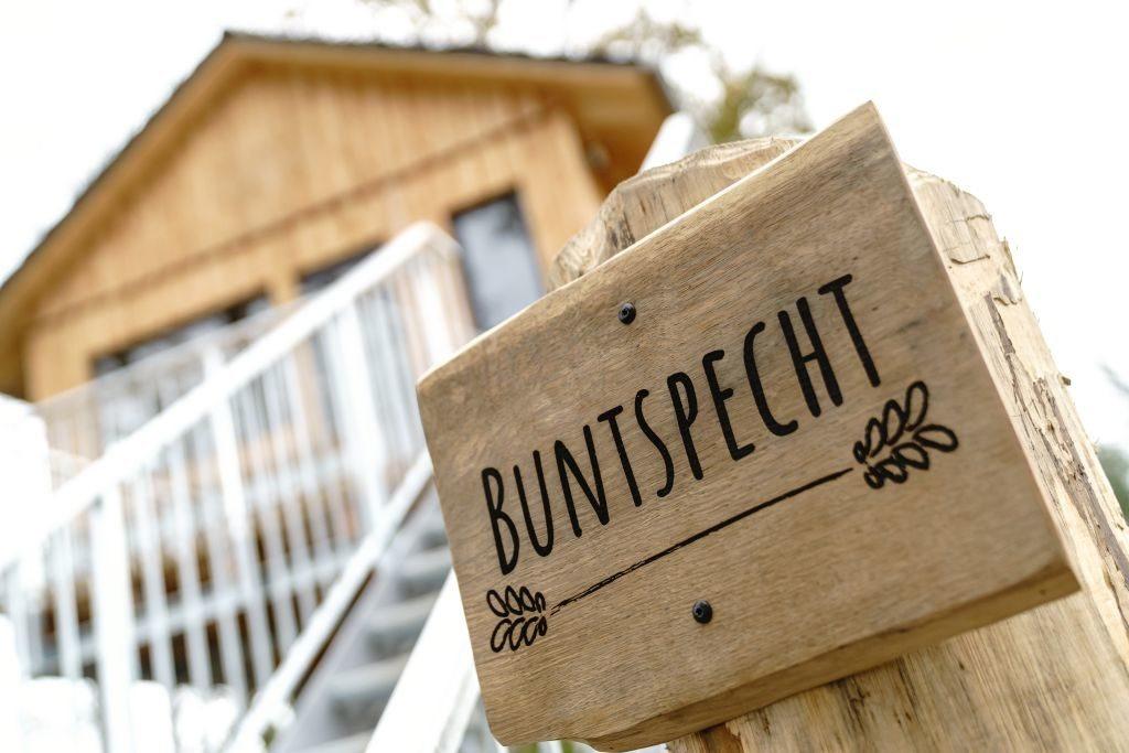 baumhaus mieten Namensschild